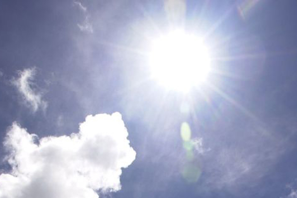 High temperatures forecast for parts of England prompts heat-health warning