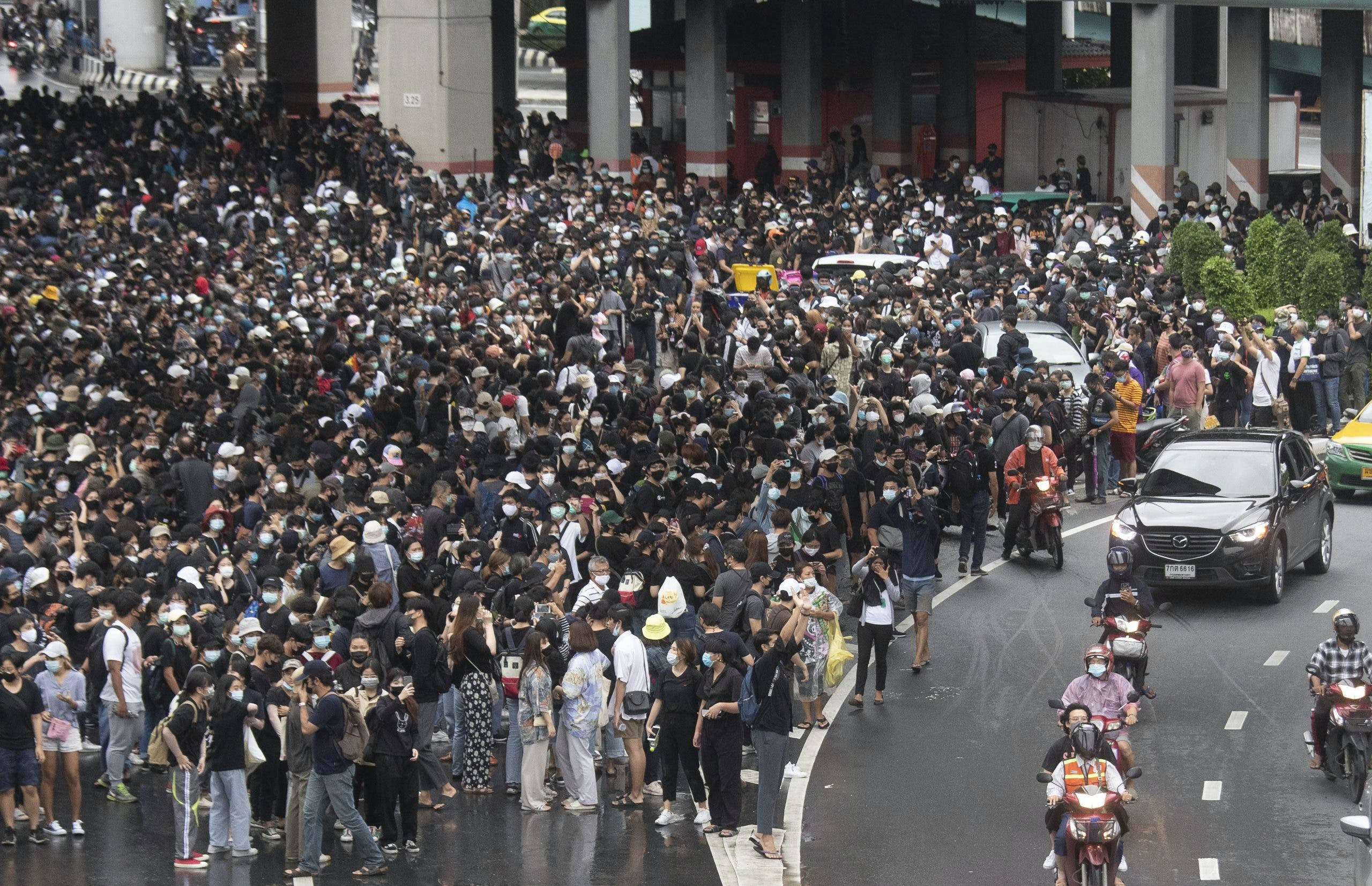 Bangkok shuts down transport systems as pro-democracy protests continue