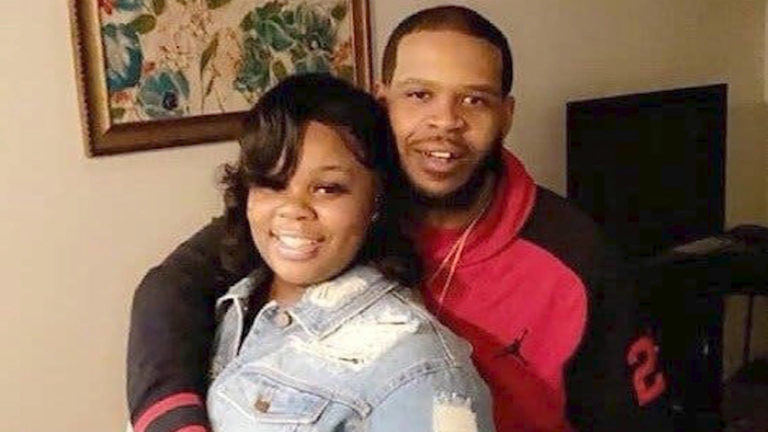"""Read more about the article Breonna Taylor Grand Jurors Say Police Actions Were """"Criminal""""; Never Given Chance to Indict Cops"""