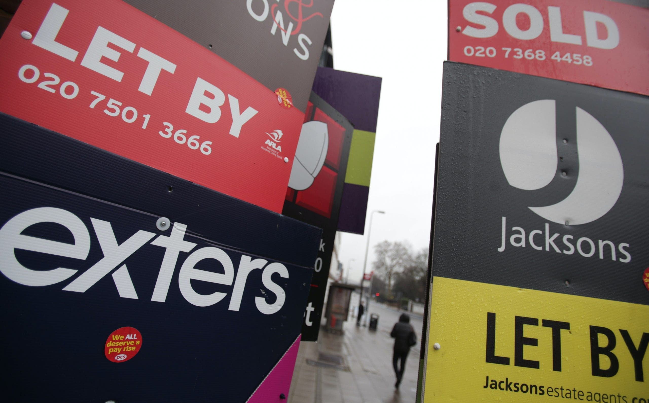 Millions of UK households worried about paying rent over winter, survey finds