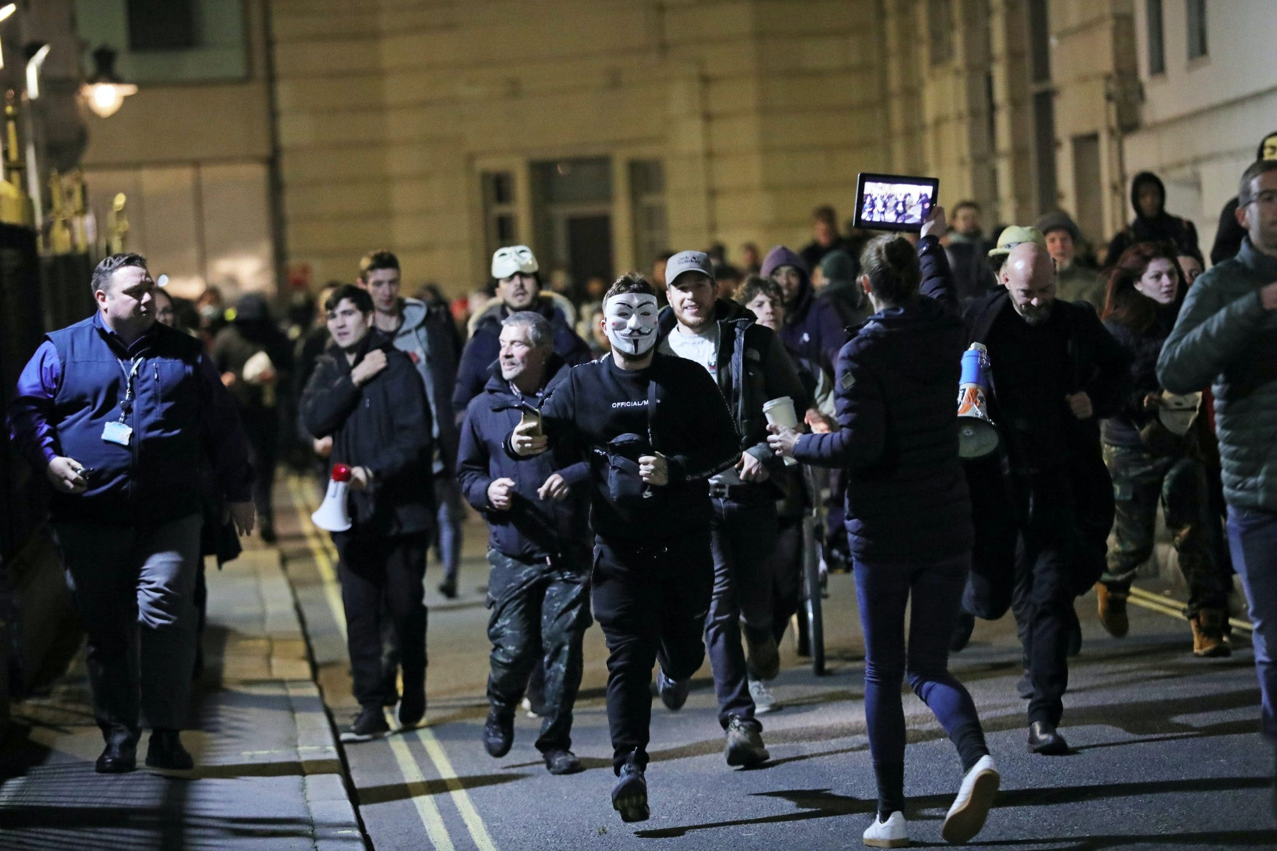 Met apologises over journalists threatened with arrest while covering protest