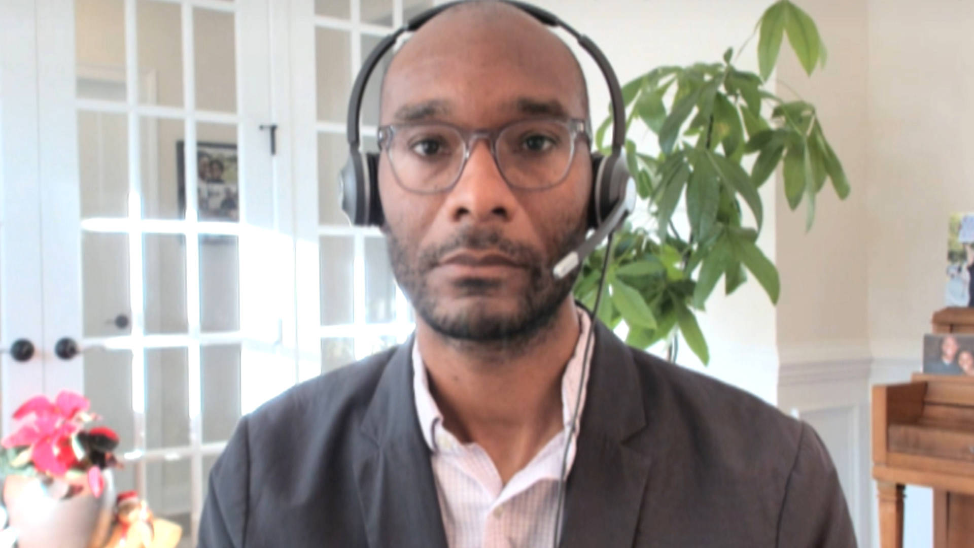 You are currently viewing Black Critical Care Dr. Taison Bell of UVA on Fighting COVID, Racism & Securing Fair Vaccine Access