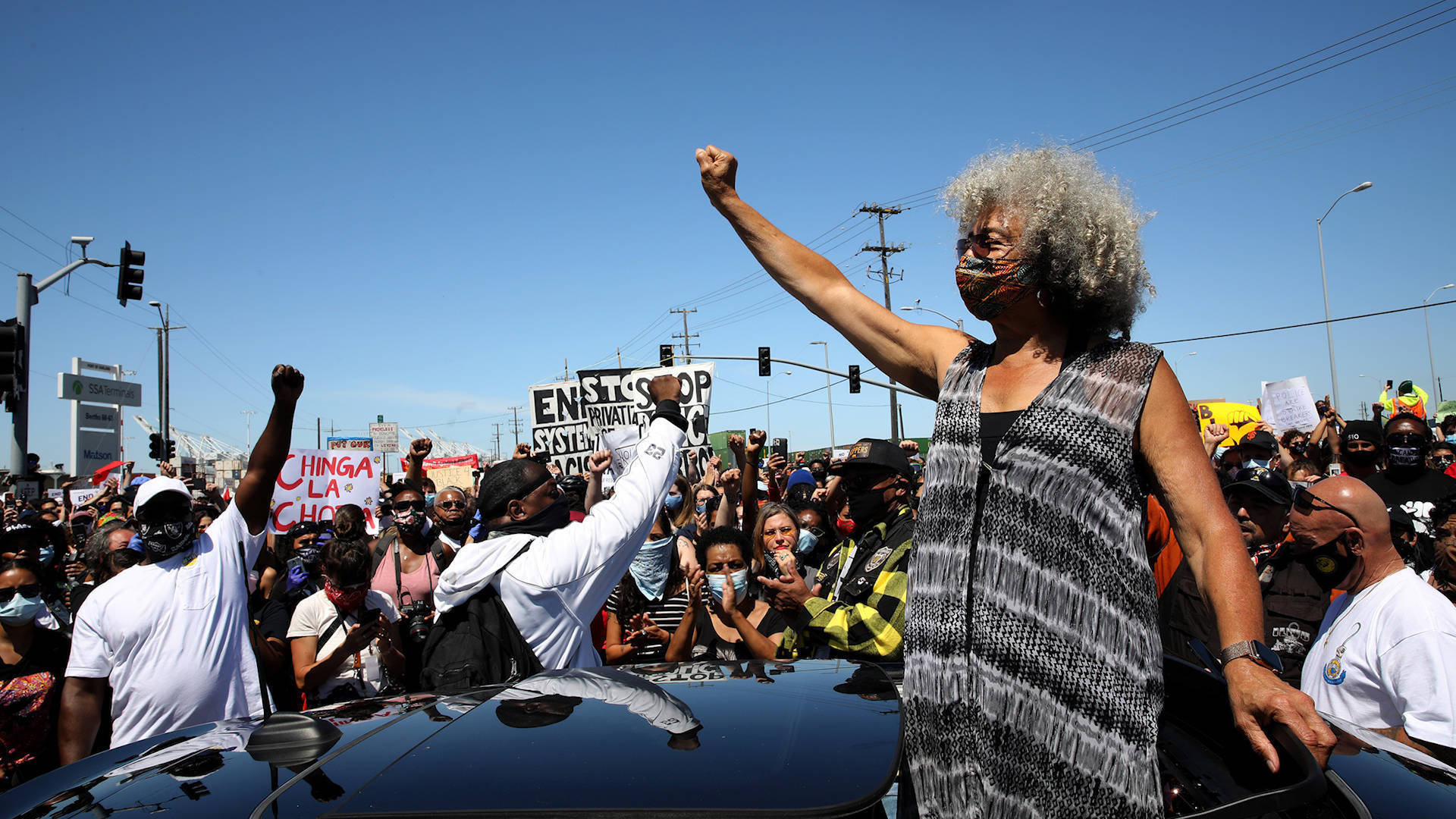 Read more about the article The Freedom Struggle in 2020: Angela Davis on Protests, Defunding Police & Toppling Racist Statues