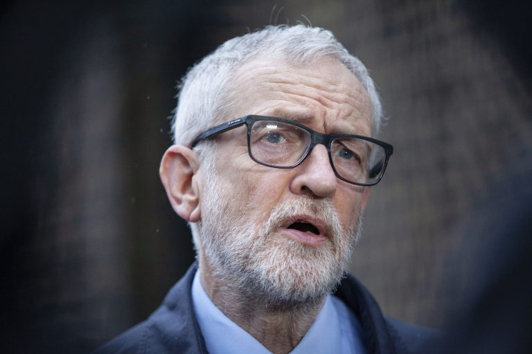 Read more about the article Jeremy Corbyn's legal battle with Labour reaches the High Court