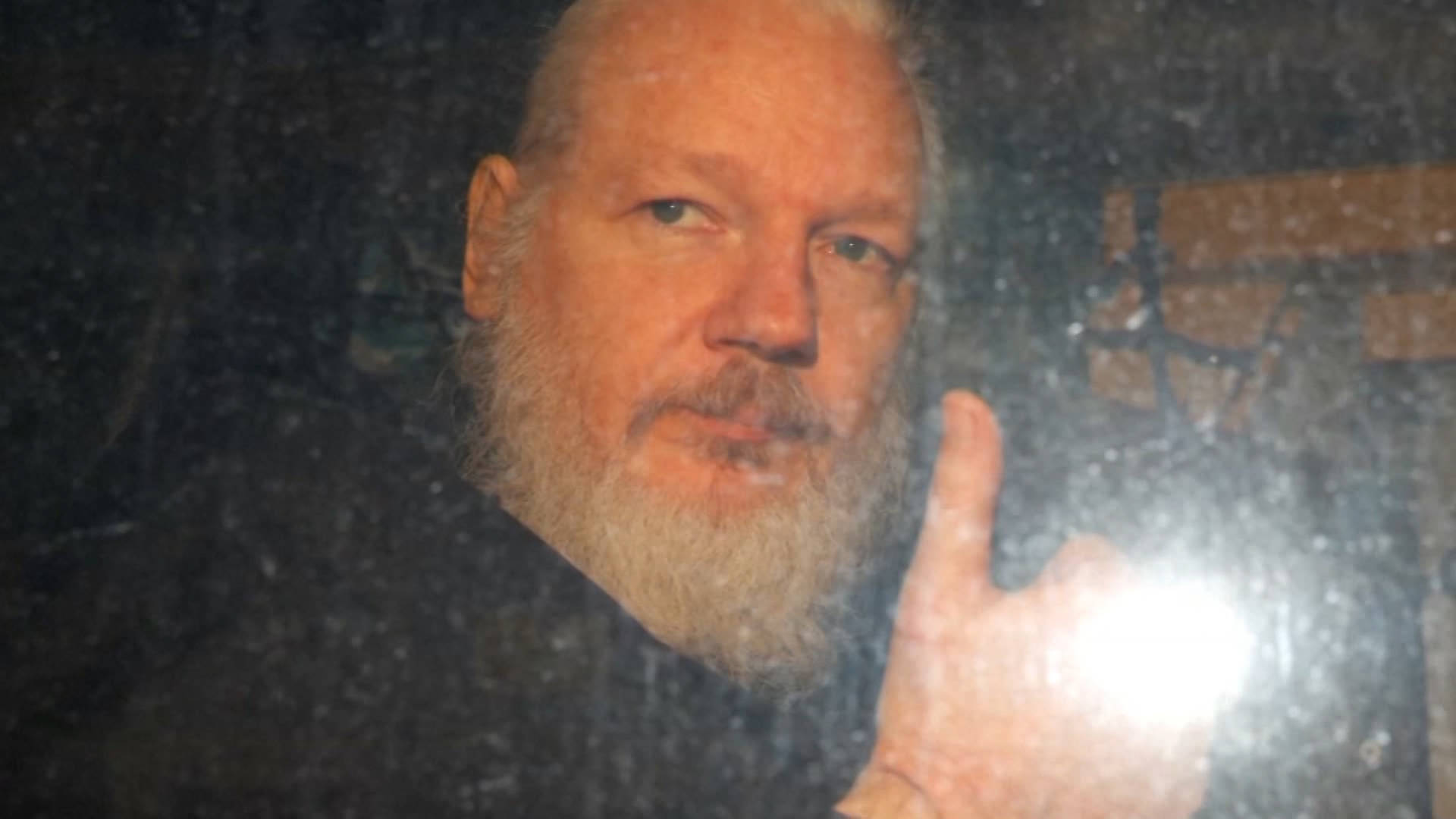 """Read more about the article """"Victory for Julian"""": U.K. Blocks WikiLeaks Founder Assange Extradition to U.S. on Espionage Charges"""