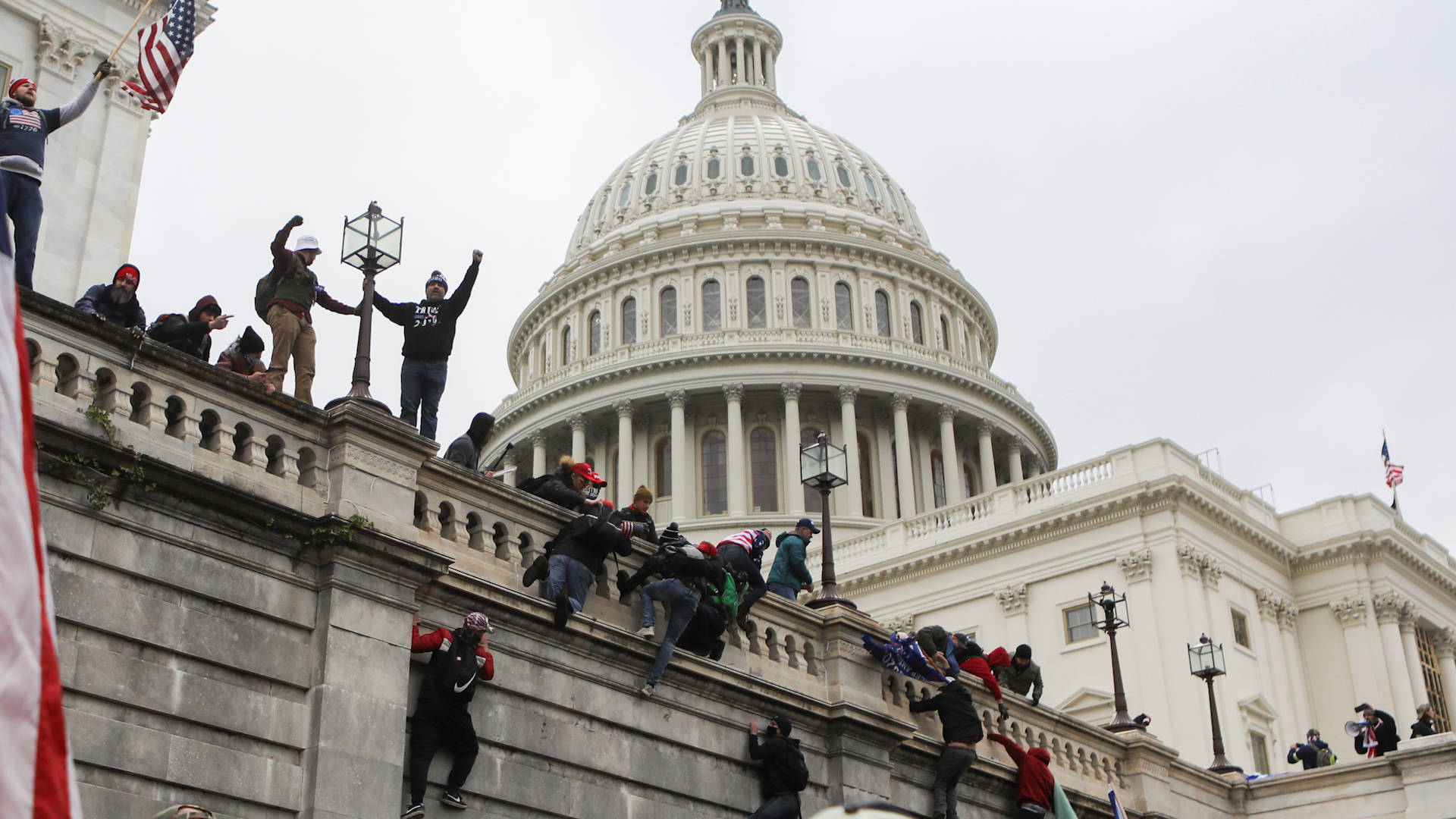 You are currently viewing White Supremacy in Action: Police Stand Down as Trump Mob Storms Capitol to Disrupt Election Vote