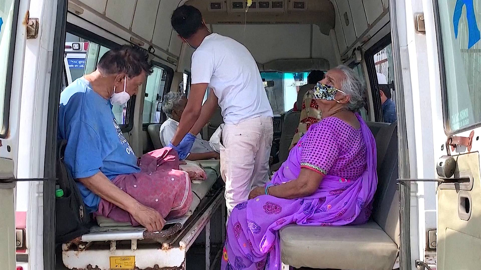 """Read more about the article """"An Apocalyptic Situation"""": Indian Hospitals Overwhelmed as COVID Cases Soar in """"Modi-Made Disaster"""""""