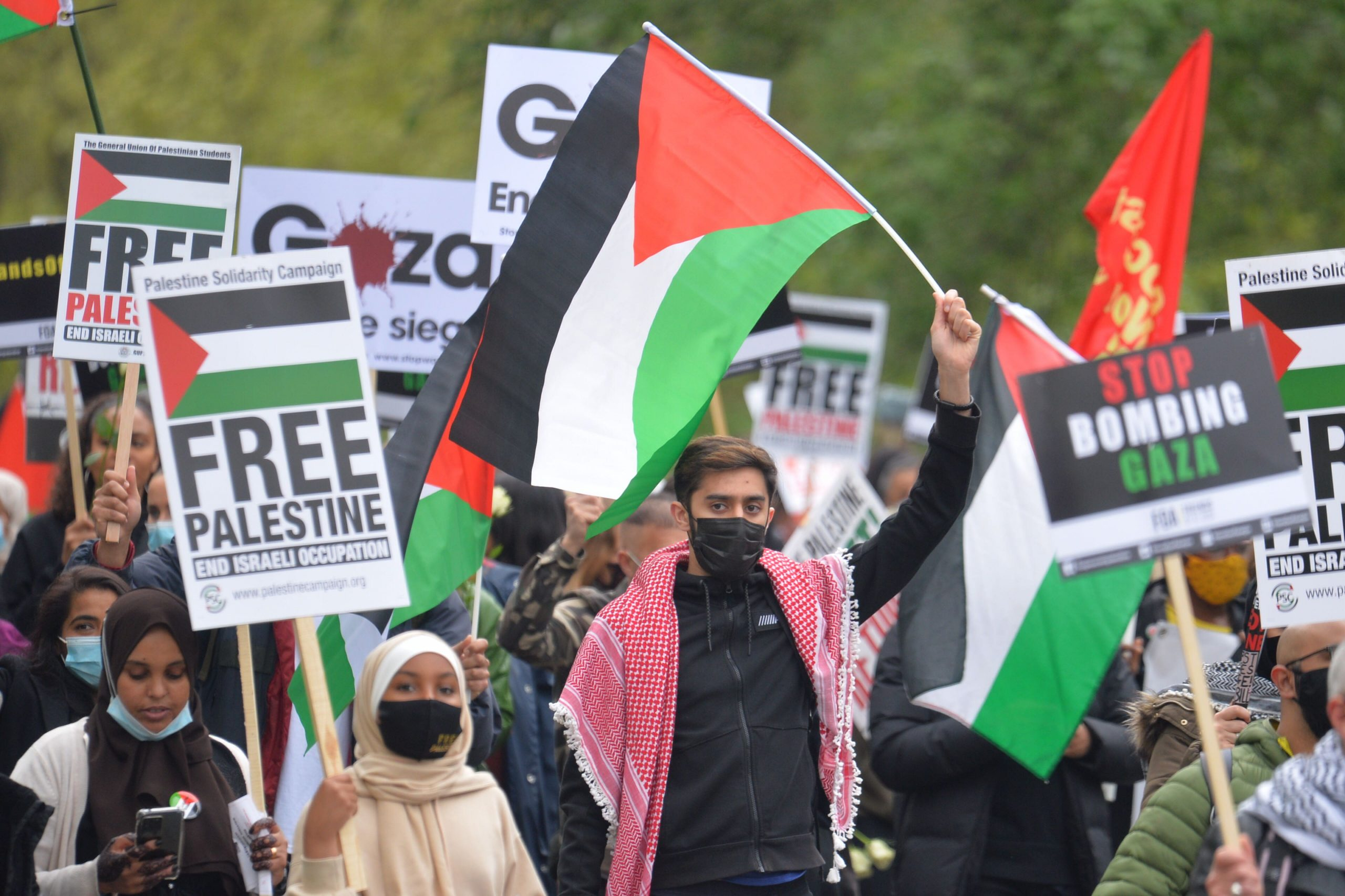 Read more about the article Thousands join the protest against Israeli attacks on Palestine