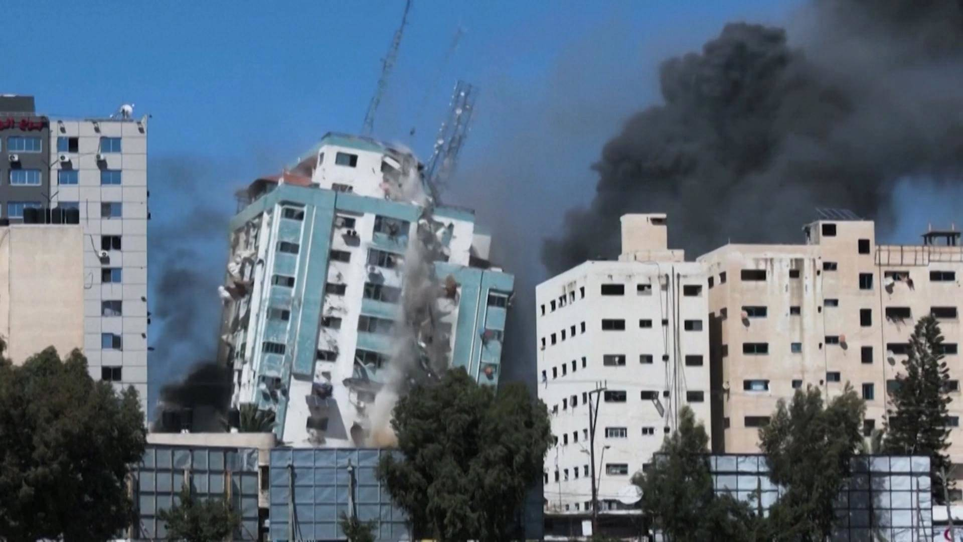 Read more about the article Gaza Journalist: Israel Is Deliberately Targeting the Media by Bombing AP & Al Jazeera Offices