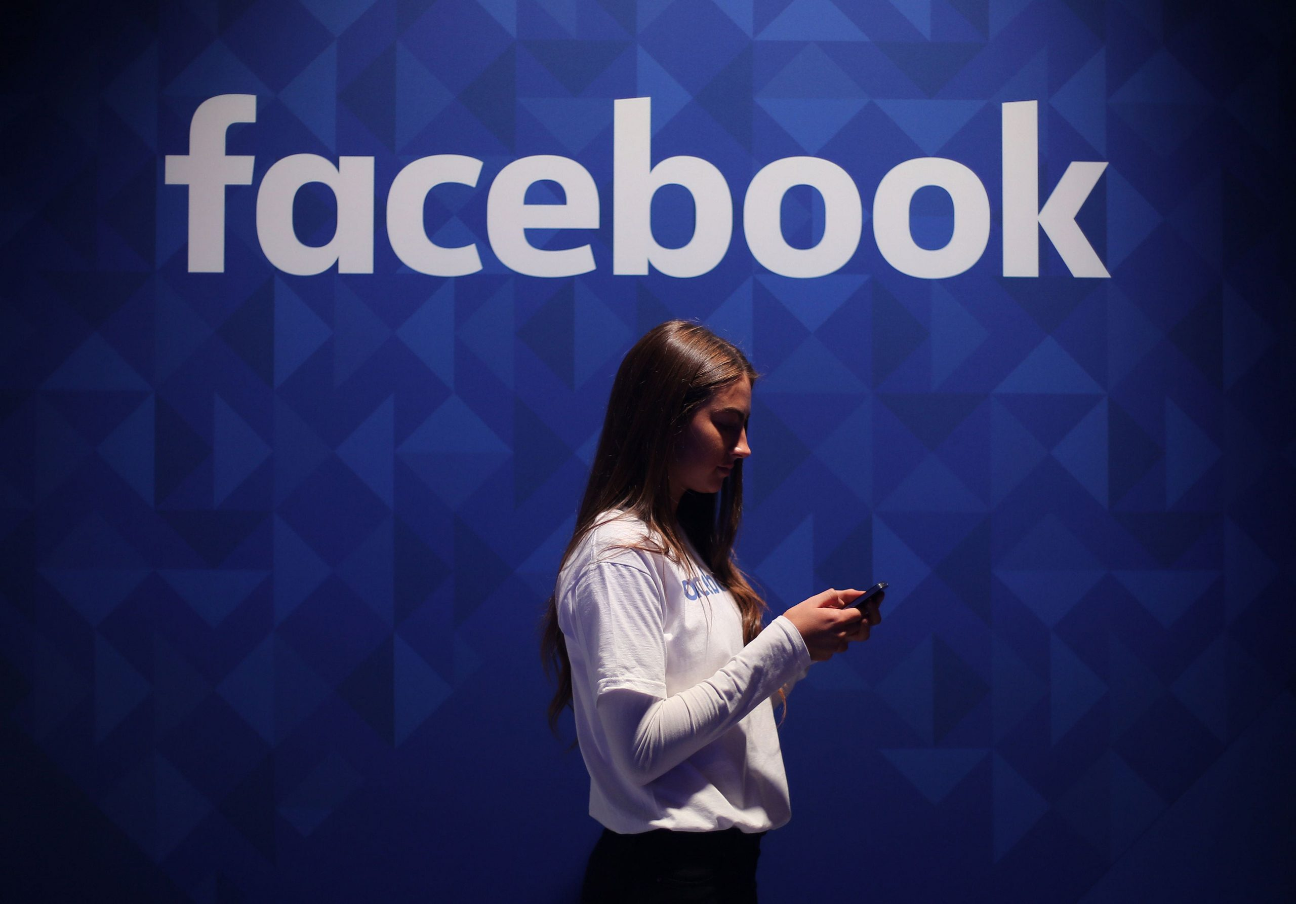 Read more about the article Regulator to investigate Facebook's use of data over 'unfair advantage' concerns