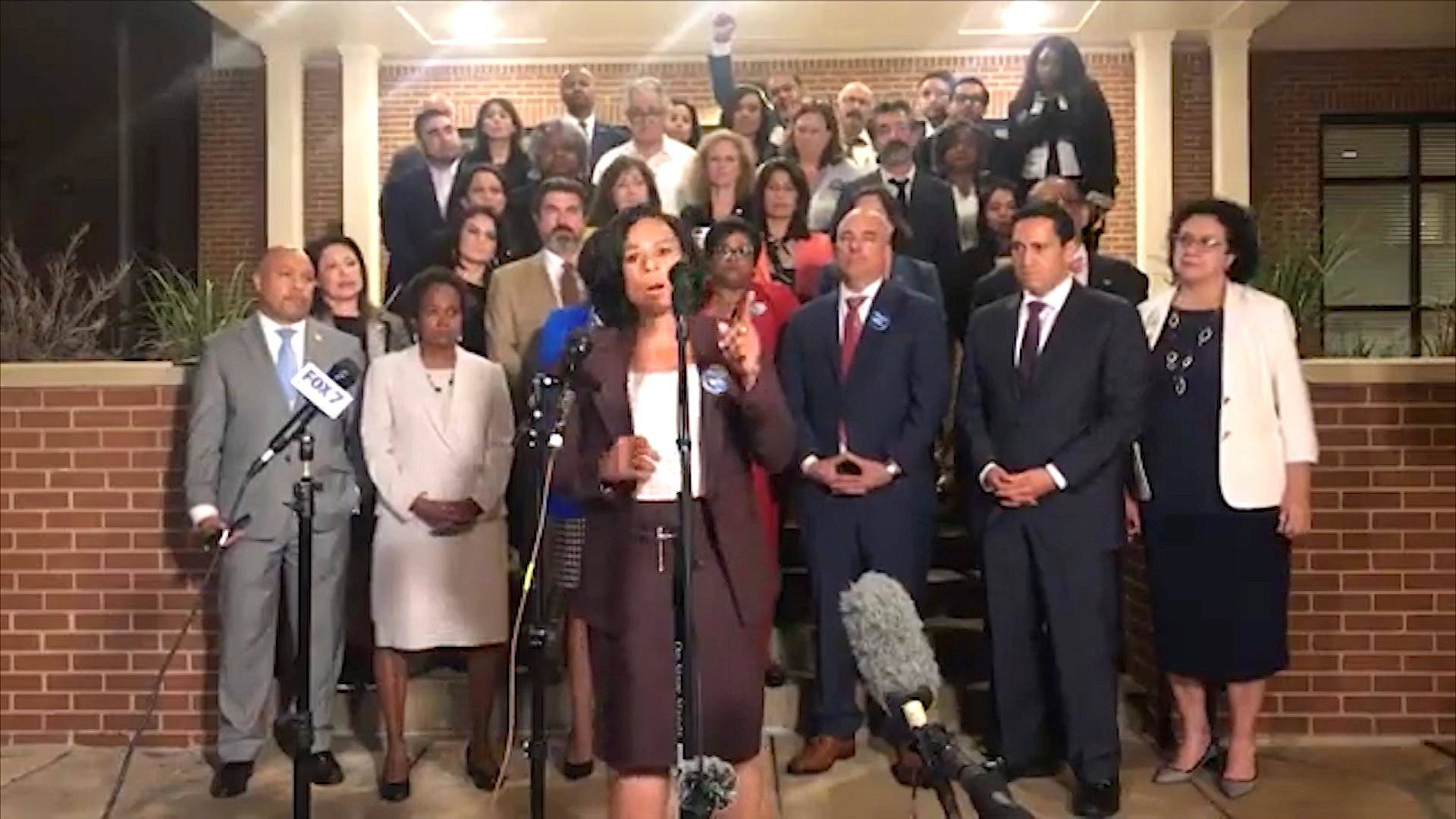 Read more about the article Walk Out: Texas Democrats Block Passage of Voter Suppression Bill by Leaving Capitol Ahead of Vote
