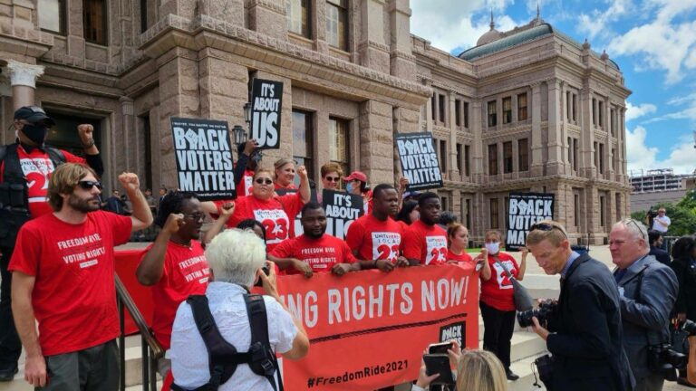 """Read more about the article As Texas Pushes """"Worst Voter Suppression Bill in the Country,"""" Activists Call on Biden to Do More"""