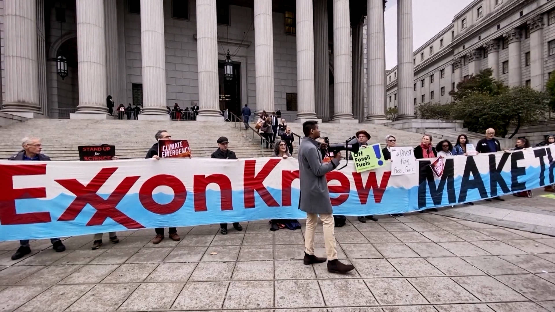Read more about the article Exxon Exposed: Greenpeace Tricks Top Lobbyists into Naming Senators They Use to Block Climate Action