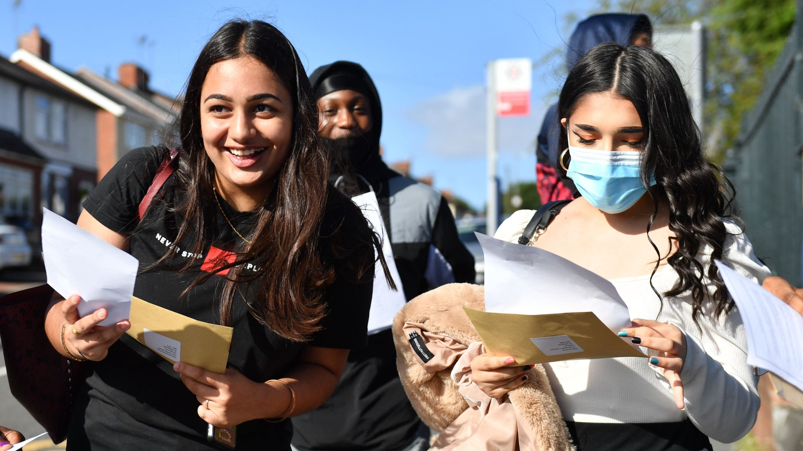 Read more about the article GCSE top grades reach record high after exams cancelled for second year